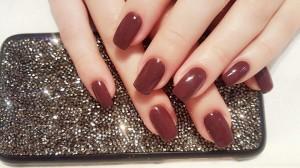 burgundy-nokti-cokolada-trajni-lak