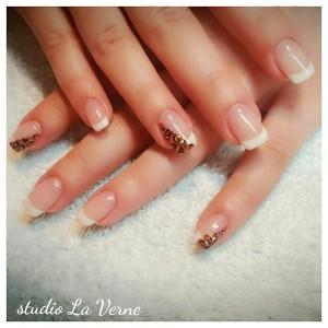 leopard-nokti-bijeli-french